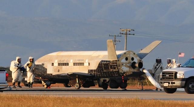 Америчка експериментална космичка летелица слетела после 700 дана у орбити