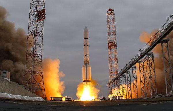 """Лансирана носач-ракета """"Протон М"""""""