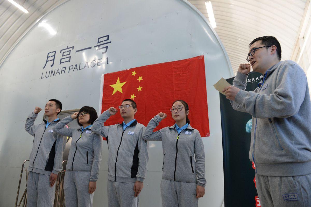 Кинески научници симулирају живот на Месецу