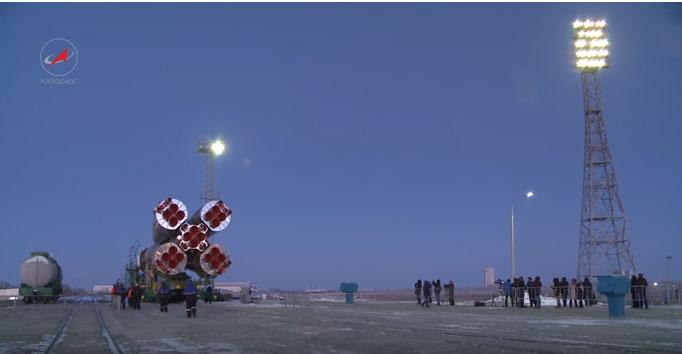 """Довожење и постављање на лансирну рампу ракете-носача """"Сојуз"""""""