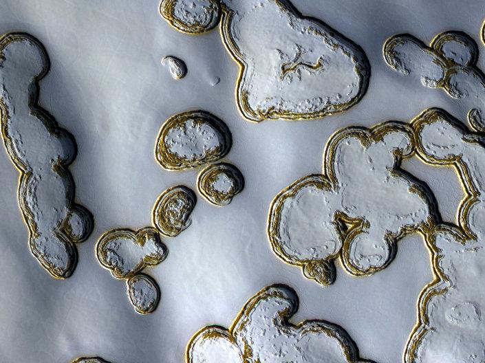 Марс прекривен ледом
