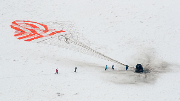 "Посада ""Сојуза МС-09"" успешно слетела на Земљу"