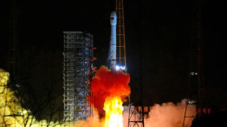 РТ: Кинеска сонда слетела на тамну страну Месеца