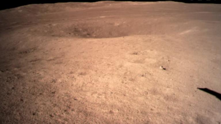 РТ: Прве фотографије тамне стране Месеца које је послала кинеска сонда
