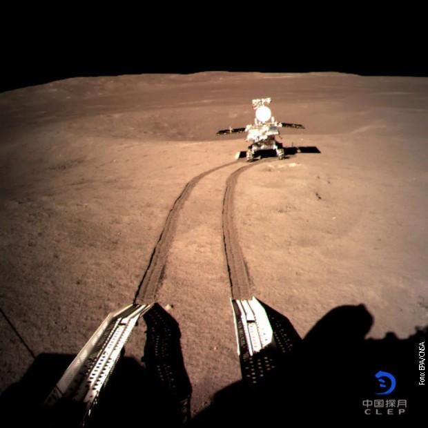 """Кинески ровер """"Јуту 2"""" кренуо у истраживањ тамне стране Месеца"""