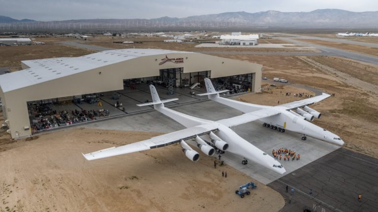 RT: Ogromni nosač-avion za kosmičke rakete napravio prvi probni let