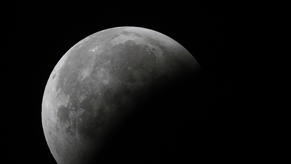 RT: Indijska kosmička letelica uspešno ušla u orbitu Meseca