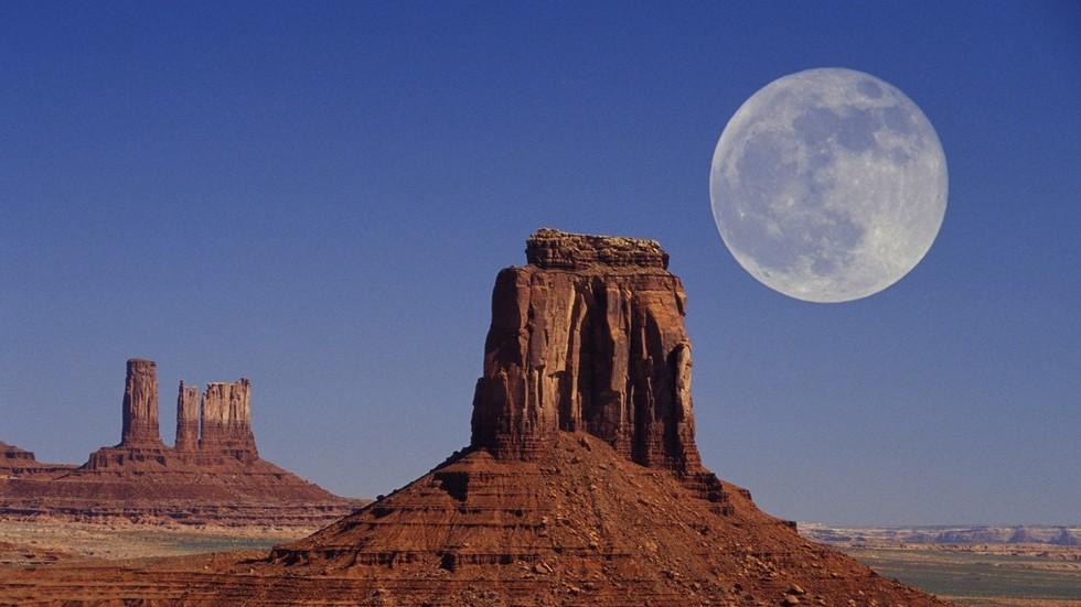 """РТ: """"Роскосмос"""" би ускоро могао понудити базу на Месецу за изнајмљивање"""