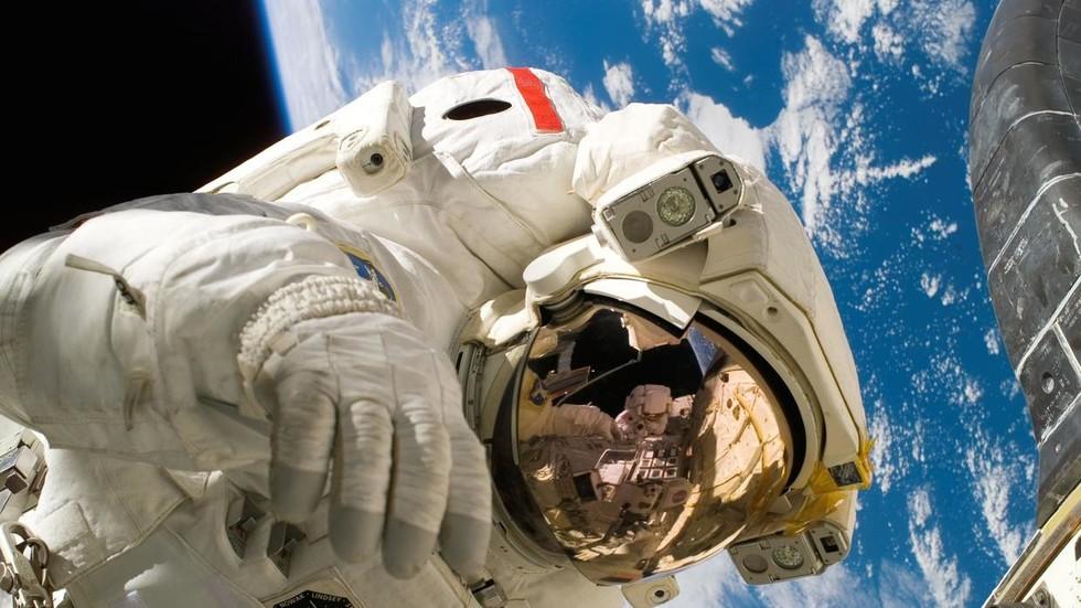 РТ: Космички колачи: Космонаути на МКС-у добијају пећницу