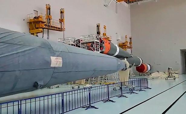 """Рогозин објавио снимак радова на склапању космичке ракете """"Сојуз 2"""""""