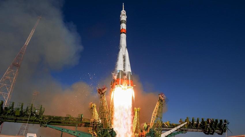 """Kakav je to ruski """"Sojuz"""" koji i dalje parira """"Dragonu 2""""?"""