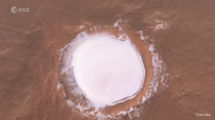 РТ: Европска космичка агенција објавила невероватни снимак леденог кратера на Марсу