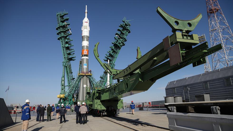 """РТ: Руски и амерички космонаути на """"ултрабрзом"""" тросатном лету до Међународне космичке станице на броду Сојуз МС-17)"""