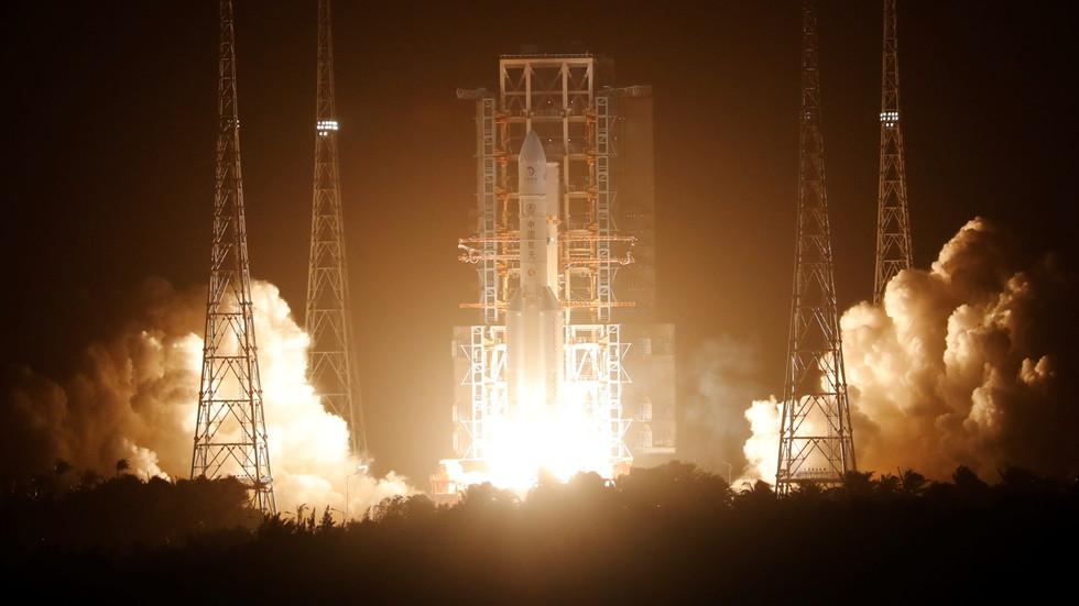 РТ: Кина покренула мисију како би узорке површине Месеца допремила на Земљу, прву такву после више од 40 година
