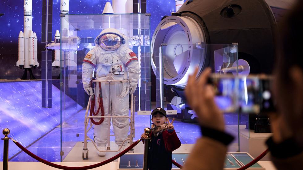 РТ: Кина поставила циљ да до 2023. године пошаље 12 космунаута у космос и постави космичку станицу до 2022. године