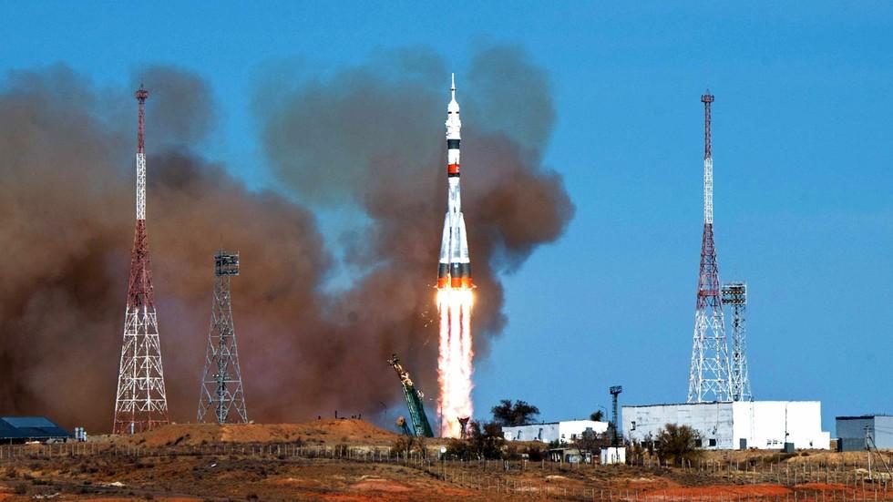 """РТ: Амерички космонаути ће поново користи руску ракету """"Сојуз"""" за лет до МКС-а јер НАСА не може да се ослони на """"нестабилну"""" америчку технологију - Рогозин"""