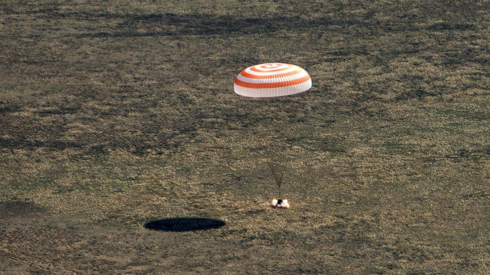 РТ: 64. експедиција Међународне космичке станице стигла на Земљу после шест месеци боравка у космосу