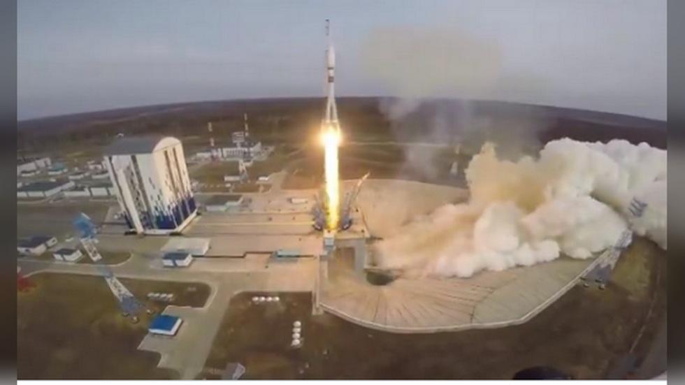 """РТ: """"Сојуз"""" полетео са 36 сателита у знак сећања на историјски лет Гагарина"""