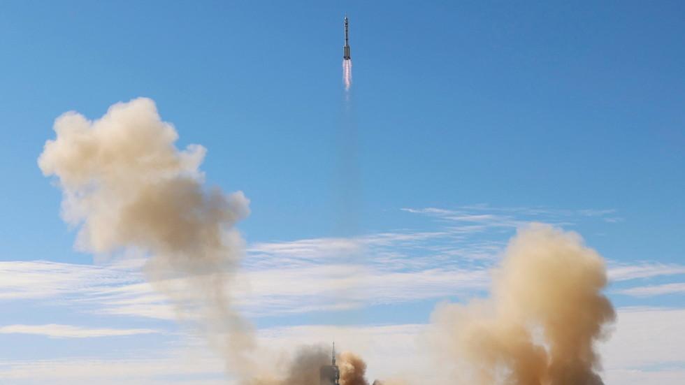 РТ: Кина покренула мисију са посадом за тестирање основне базе будуће космичке станице