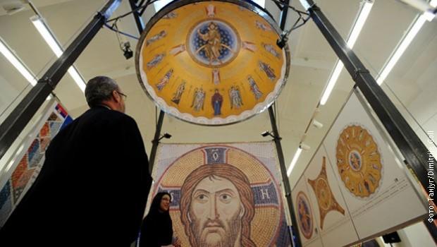 Камиони са мозаиком за Храм Светог Саве кренули из Русије
