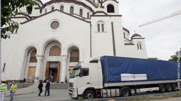 Десет тона мозаика из Москве стигло у Храм Светог Саве