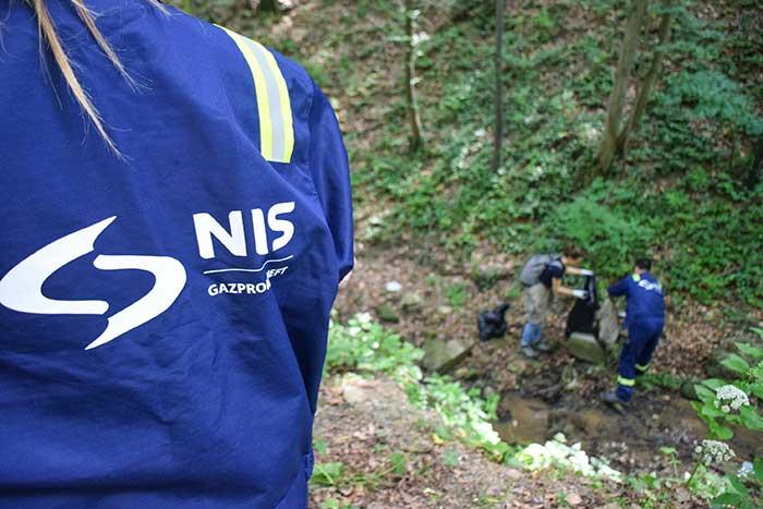 """НИС обележио Дан заштите животне средине еколошком акцијом у Националном парку """"Фрушка гора"""""""