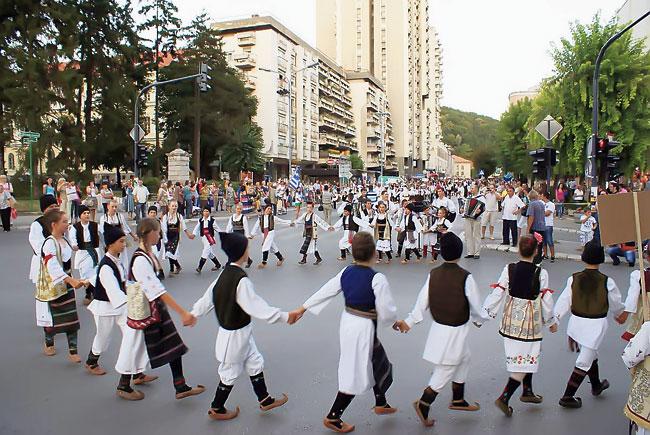 Традиционална народна игра коло уписана на Унескову листу нематеријалног културног наслеђа