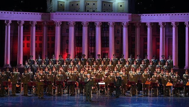 "Ansambl ""Aleksandrov"" nastupa na platou ispred Hrama Svetog Save"