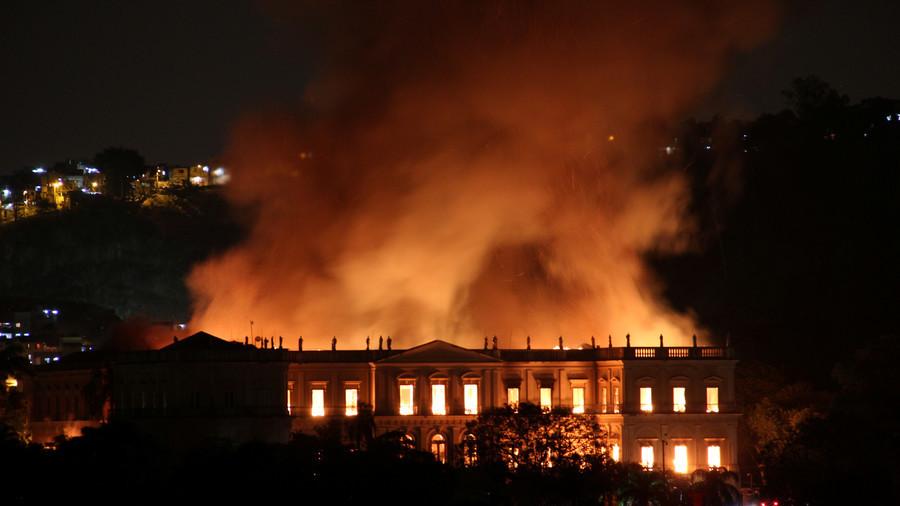 RT: Izgoreo Nacionalni muzej Brazila sa preko 20 miliona eksponata
