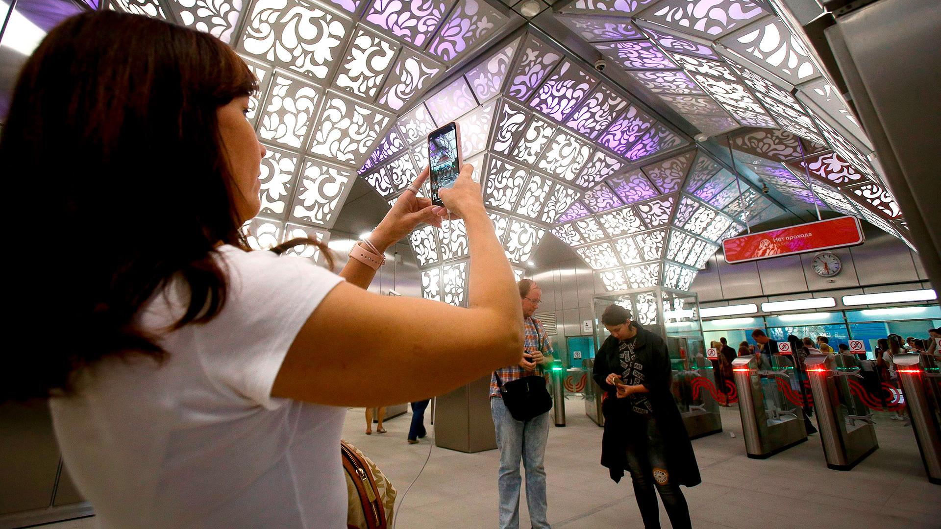 Како изгледа седам нових станица московског метроа, највећег подземног музеја на свету