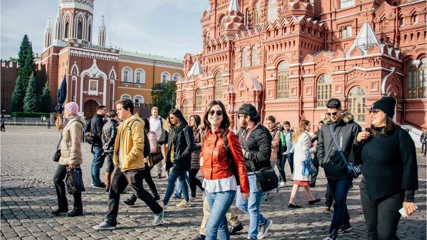 """Како да се придружите програму """"Новое поколение"""": Водич за младе који желе ближи контакт са Русијом"""