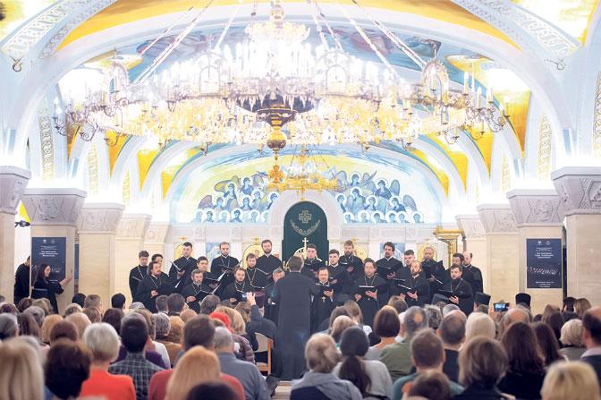 Hor ruskih sveštenika u kripti Hrama Svetog Save