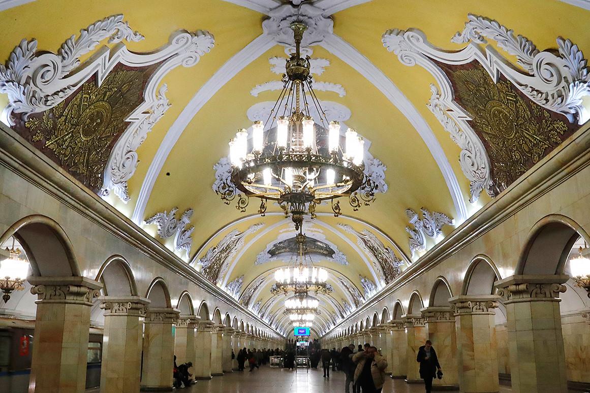 Како изгледају најлепши примерци раскошног осветљења у московском метроу