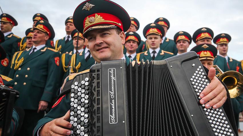 Нека најбољи руски војни оркестри затресу ваше звучнике