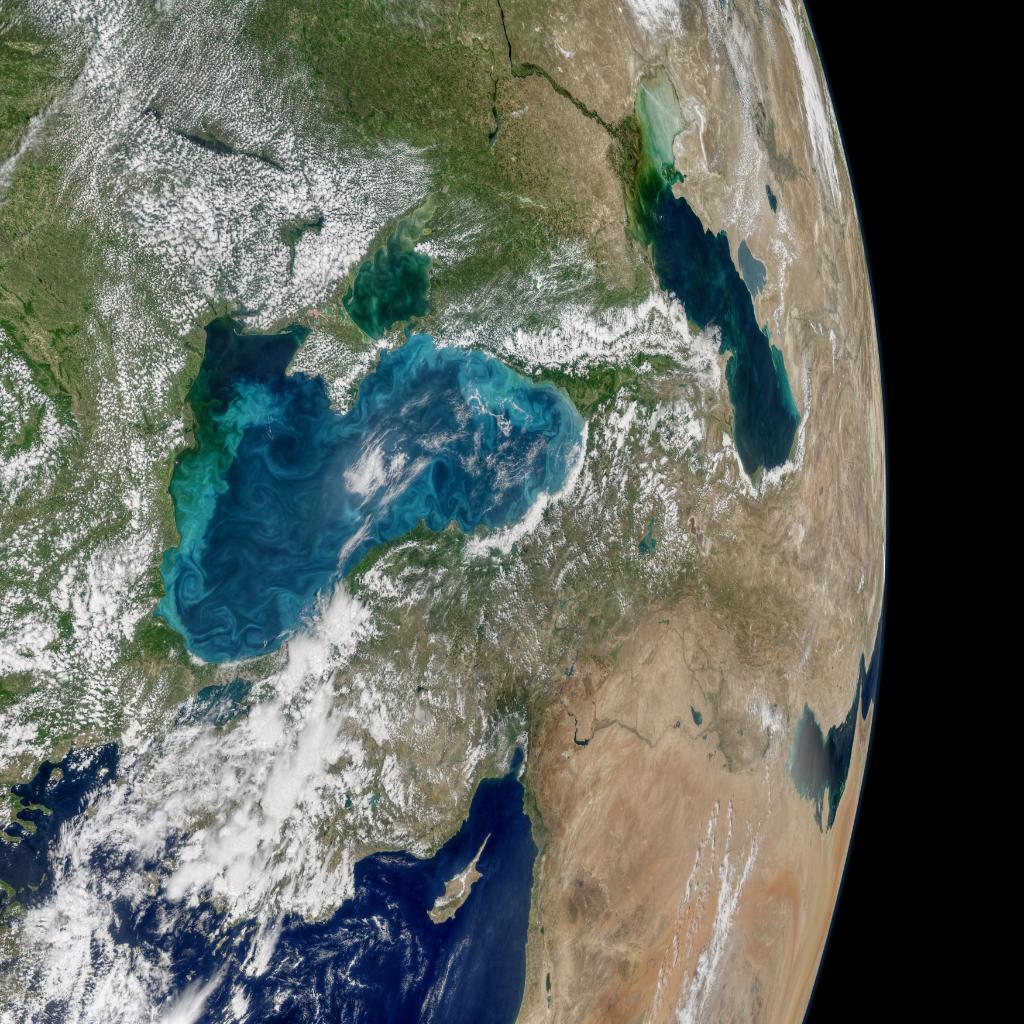 Црно море променило боју