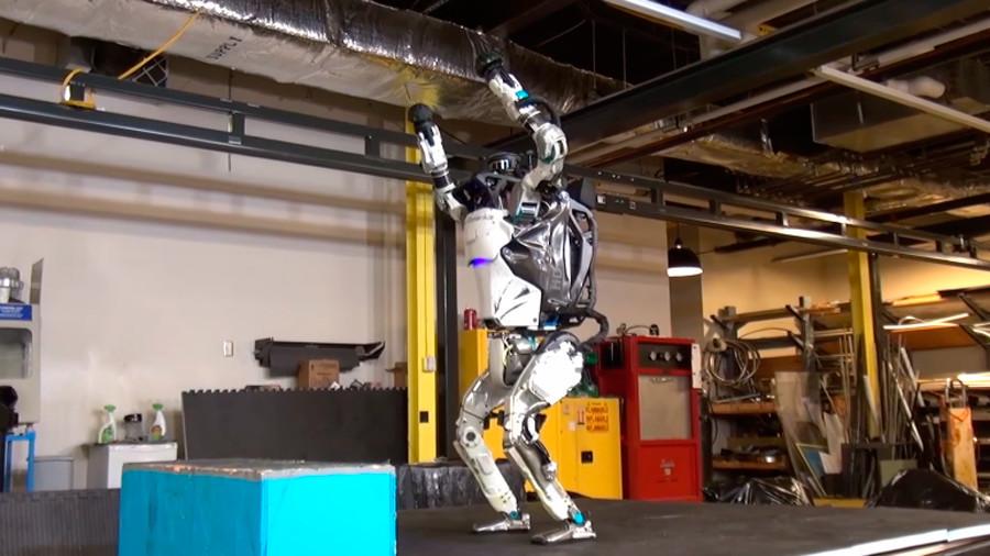 Робот који прави салто