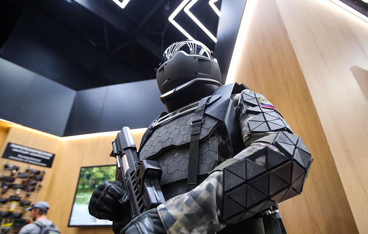 У Русији тестиран егзоскелет са електромоторима моторима који омогућује пуцање из митраљеза једном руком