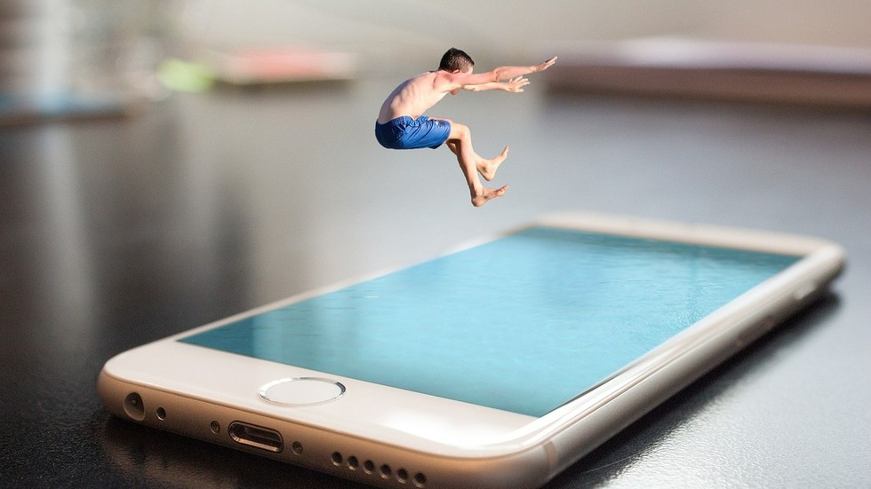 RT: Prekomerno vreme provedeno za ekranom nepovratno utiče na mozak dece