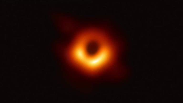 РТ: Научници представили прве фотографије црне рупе