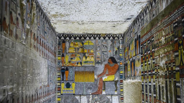 РТ: Египатски археолози открили 4.400 година стару гробницу са спектакуларним сликама