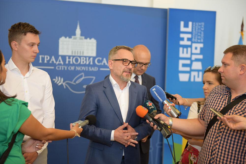 Gradonačelnik Novog Sada primio stipendiste NIS-a sa univerziteta u Ruskoj Federaciji