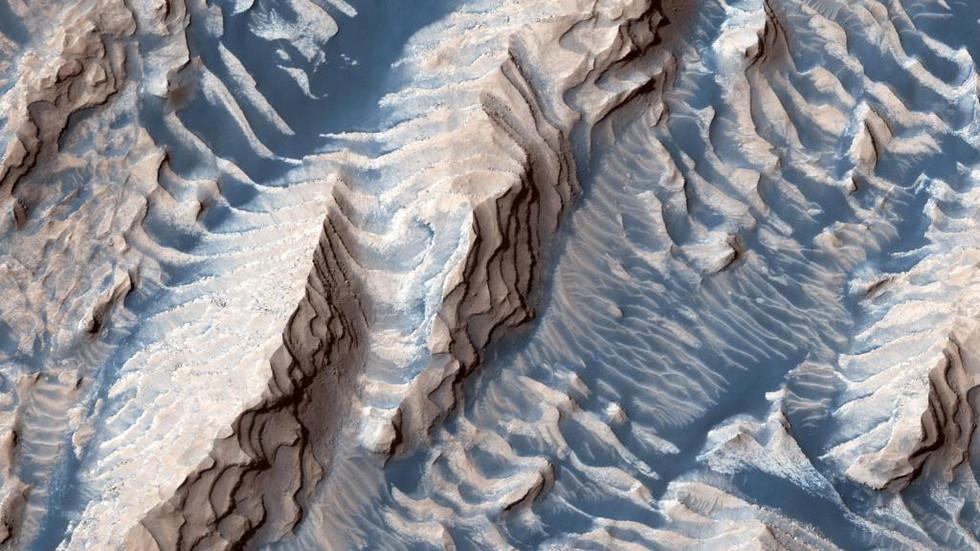РТ: Мистериозни магнетни импулси и могући докази подземне воде на Марсу