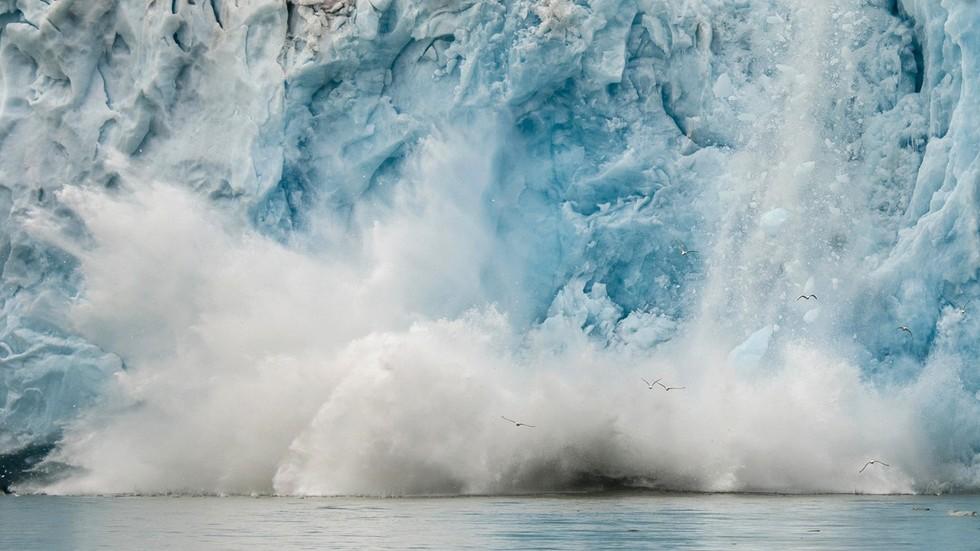 РТ: Руска морнарица пронашла шест раније непознатих острва након топљења глечера