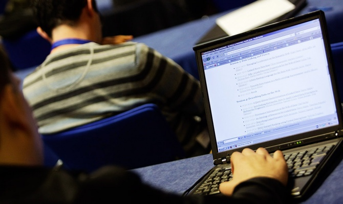Rohani: Iran će nastavi sa jačanjem suverenog interneta