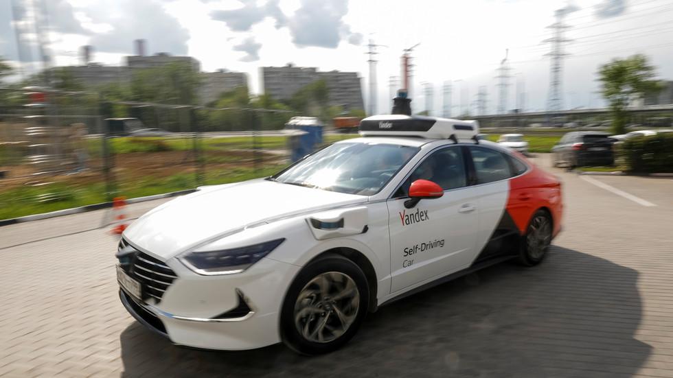 RT: Prva taksi vozila bez vozača izaće na ulice Moskve 2024. godine