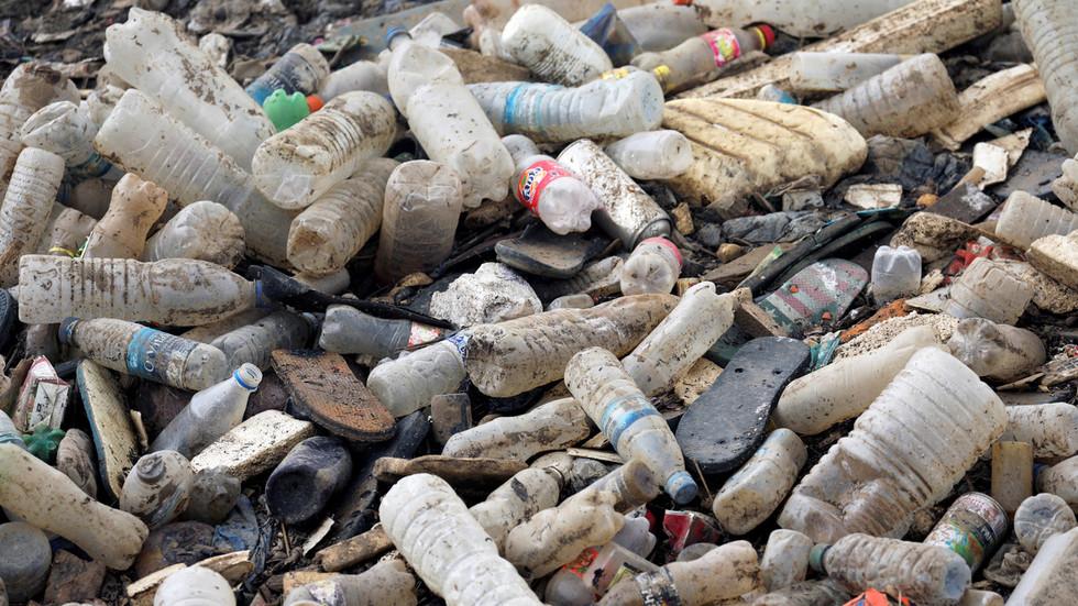 """РТ: """"Губљење времена и ресурса"""": Норвешки истраживачи позивају против чишћења мора од плутајућег пластичног отпада"""