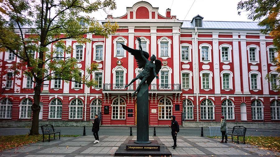 """Visoka škola za menadžment Državnog univerziteta u Sankt Peterburgu napredovala za osam mesta na """"Fajnešenel tajms"""" rang listi"""