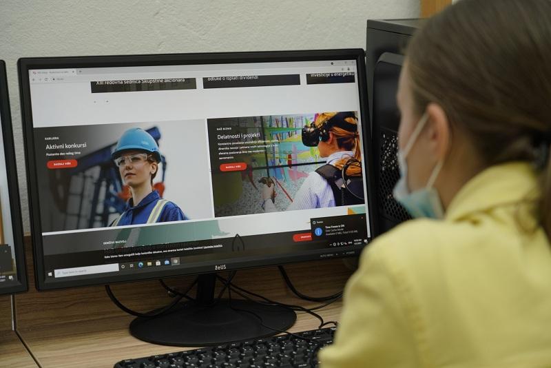 Čačanski đaci dobili novi kabinet za informatiku uz podršku NIS-a