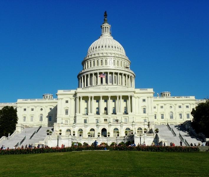 Демократе у Конгресу САД тврде да је Трамп прекршио уставна овлашћења