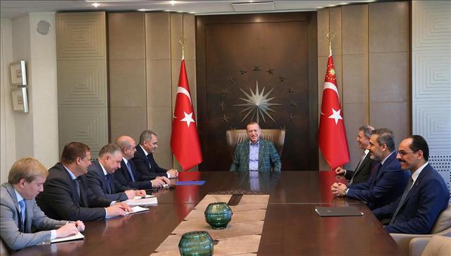 Шојгу и Ердоган разговарали о ситуацији у Сирији